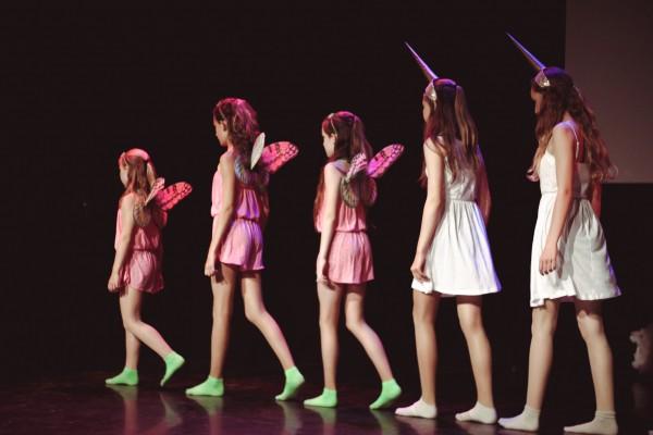 Studio Dance-A-LOT dansschool Almere, dansles Modern/jazz Anouk Galavazi, Bianca Schutte, Isabella Kroon, Maxime Jacobs, Tamara Smits