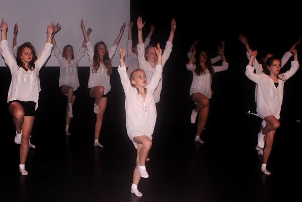 Studio Dance-A-LOT dansschool dansles Moderne dans Modern Dance Anouk Galavazi